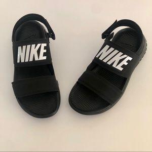Nike Tanjun Women's Black/White Sandals